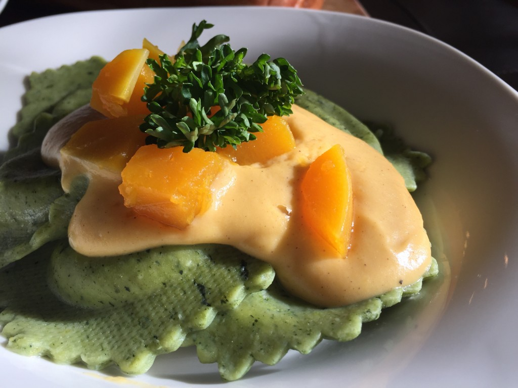 Spinach artichoke ravioli with butternut squash alfredo for What to serve with butternut squash ravioli