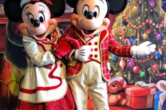 Christmas Mickey and Minnie Mouse